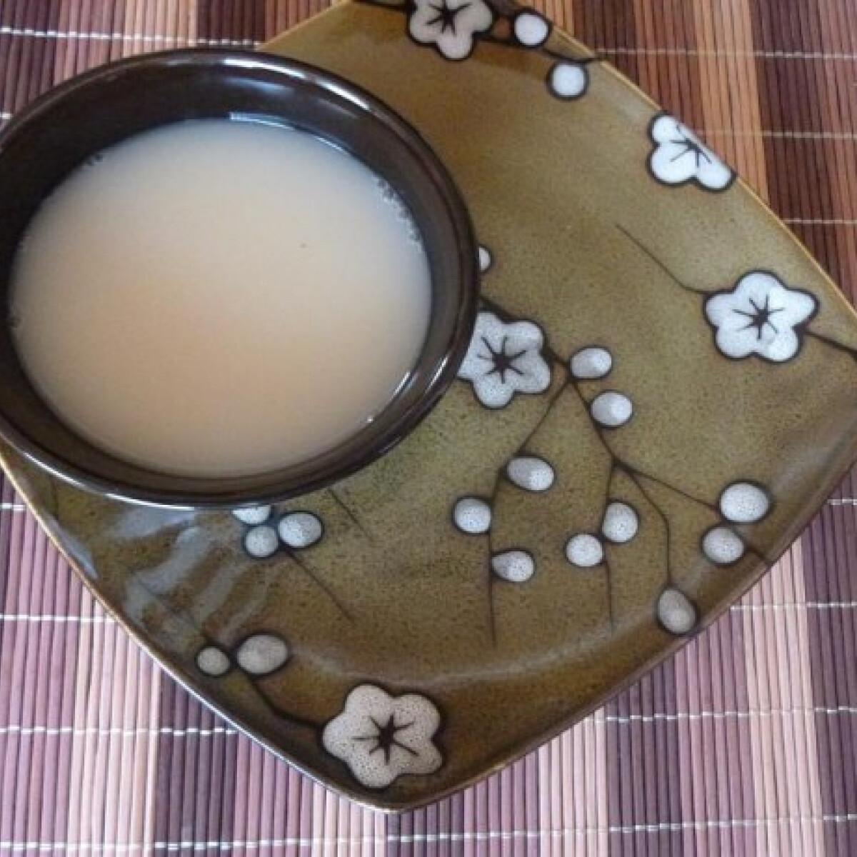 Ezen a képen: Mandulás zöld tea