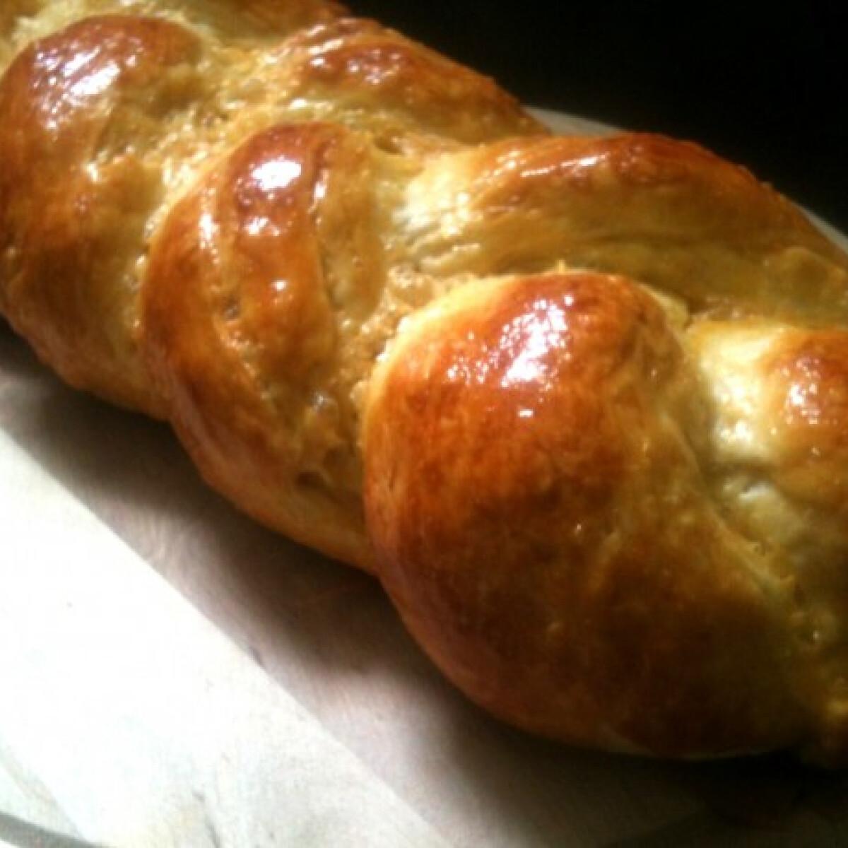 Ezen a képen: Húsvéti kalács Bettyke konyhájából