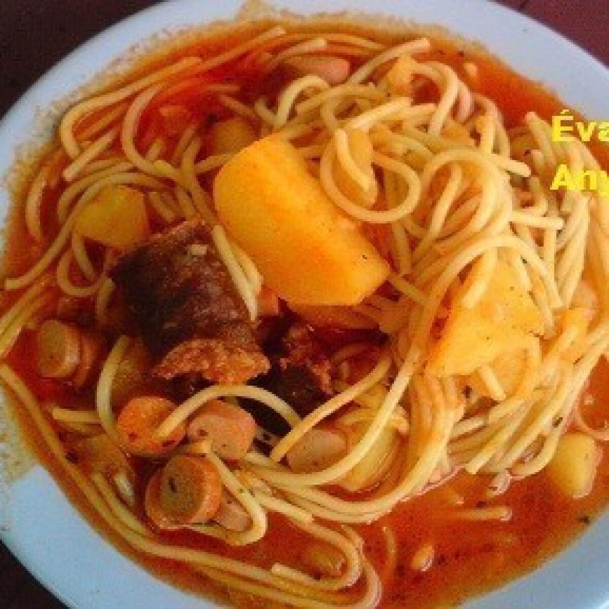 Ezen a képen: Spagettis paprikás burgonya