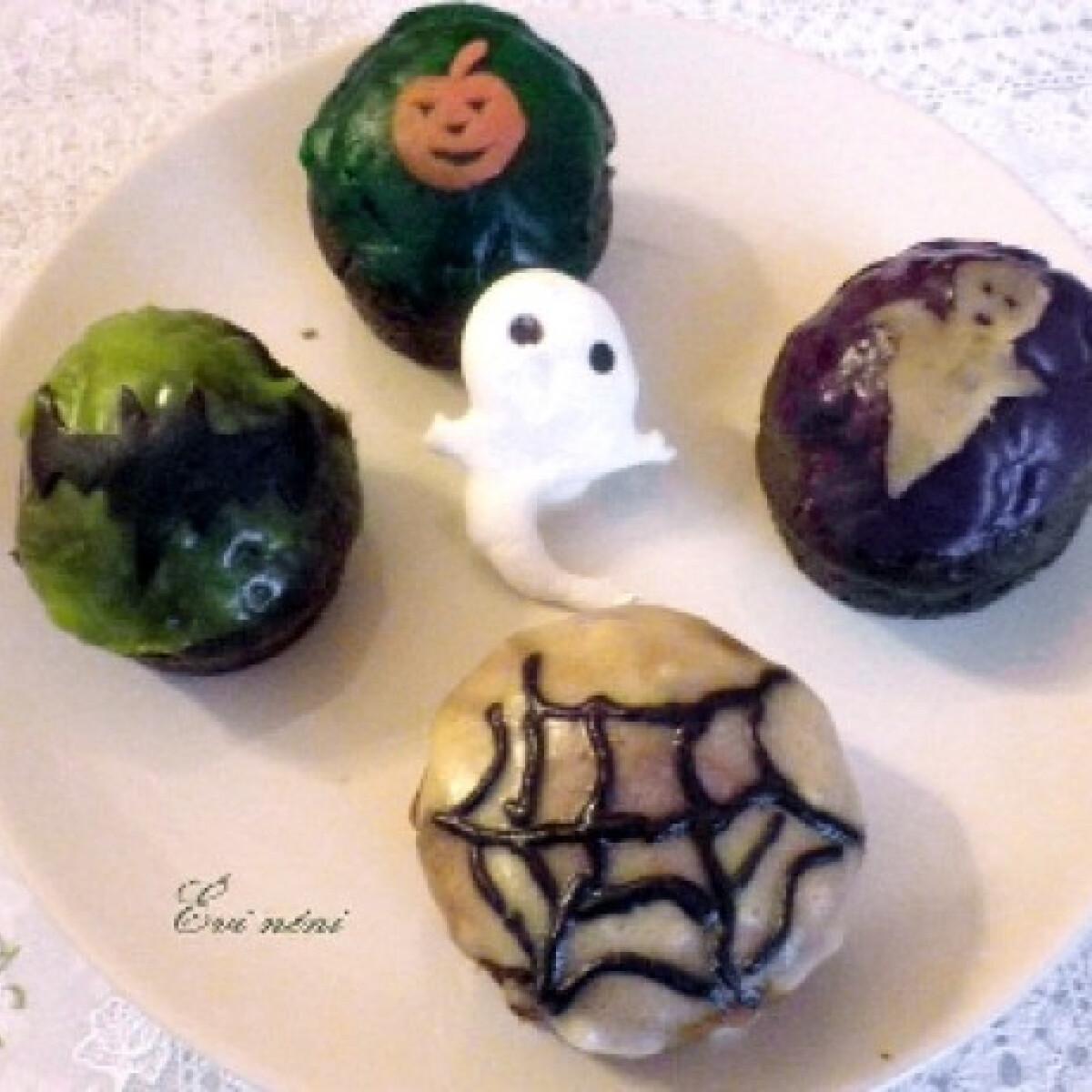 Ezen a képen: Fekete muffin Halloweenra