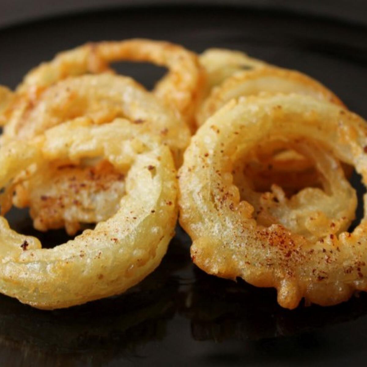 Ezen a képen: Sörtésztában sült hagymakarikák