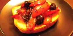 Sült paprikás bruschetta