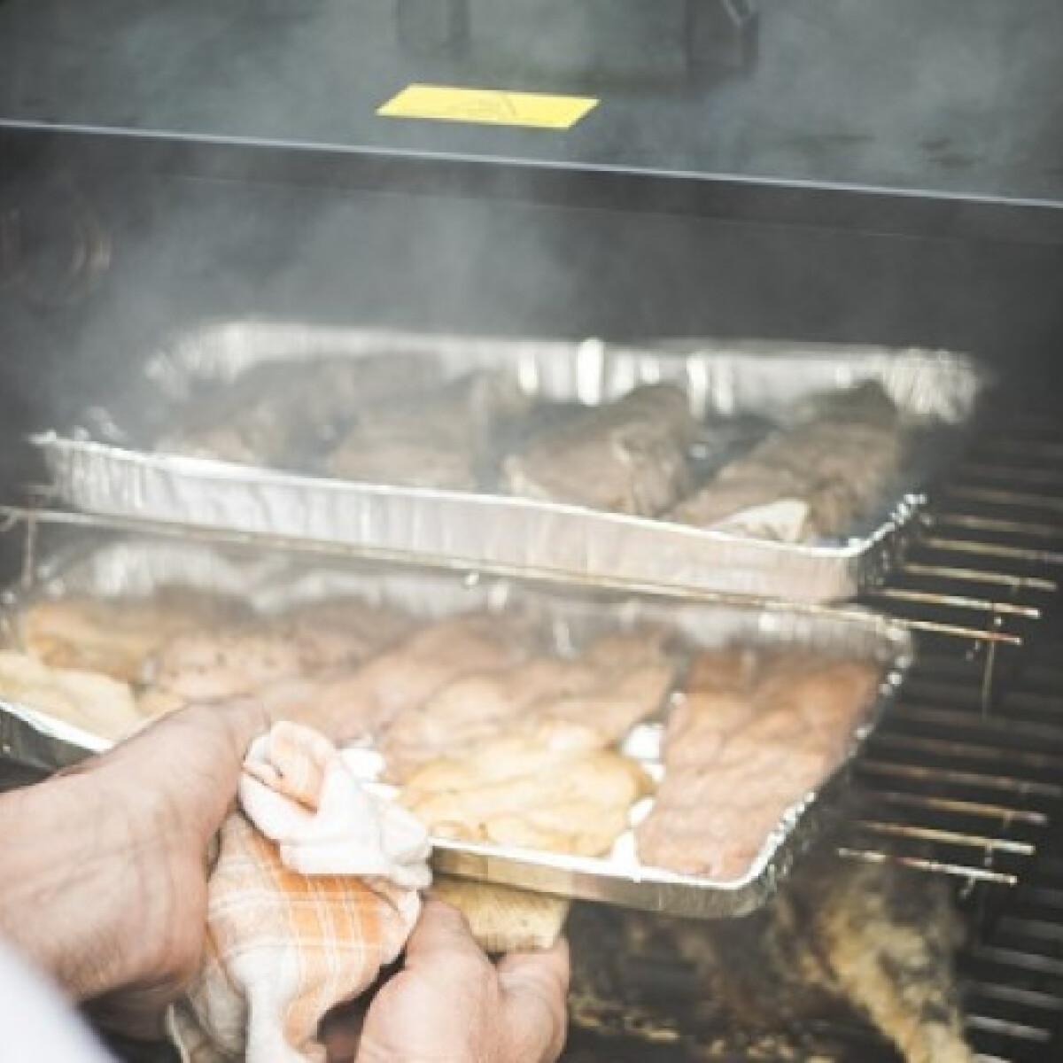 Ezen a képen: Mézes-sörös csirkeszárnyak Runnkarlen konyhájából