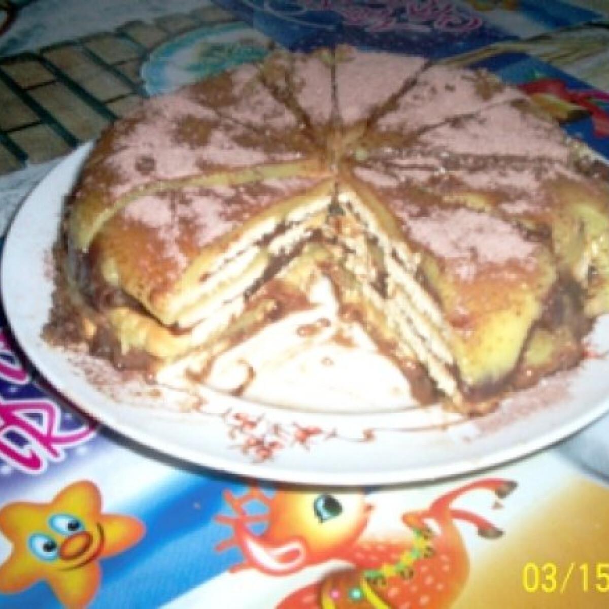Ezen a képen: Pudingos keksztorta