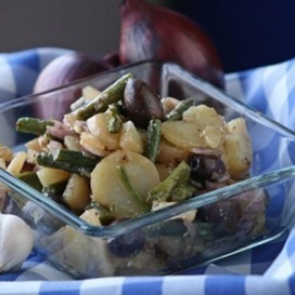Ezen a képen: Téli zöldbabos burgonyasaláta