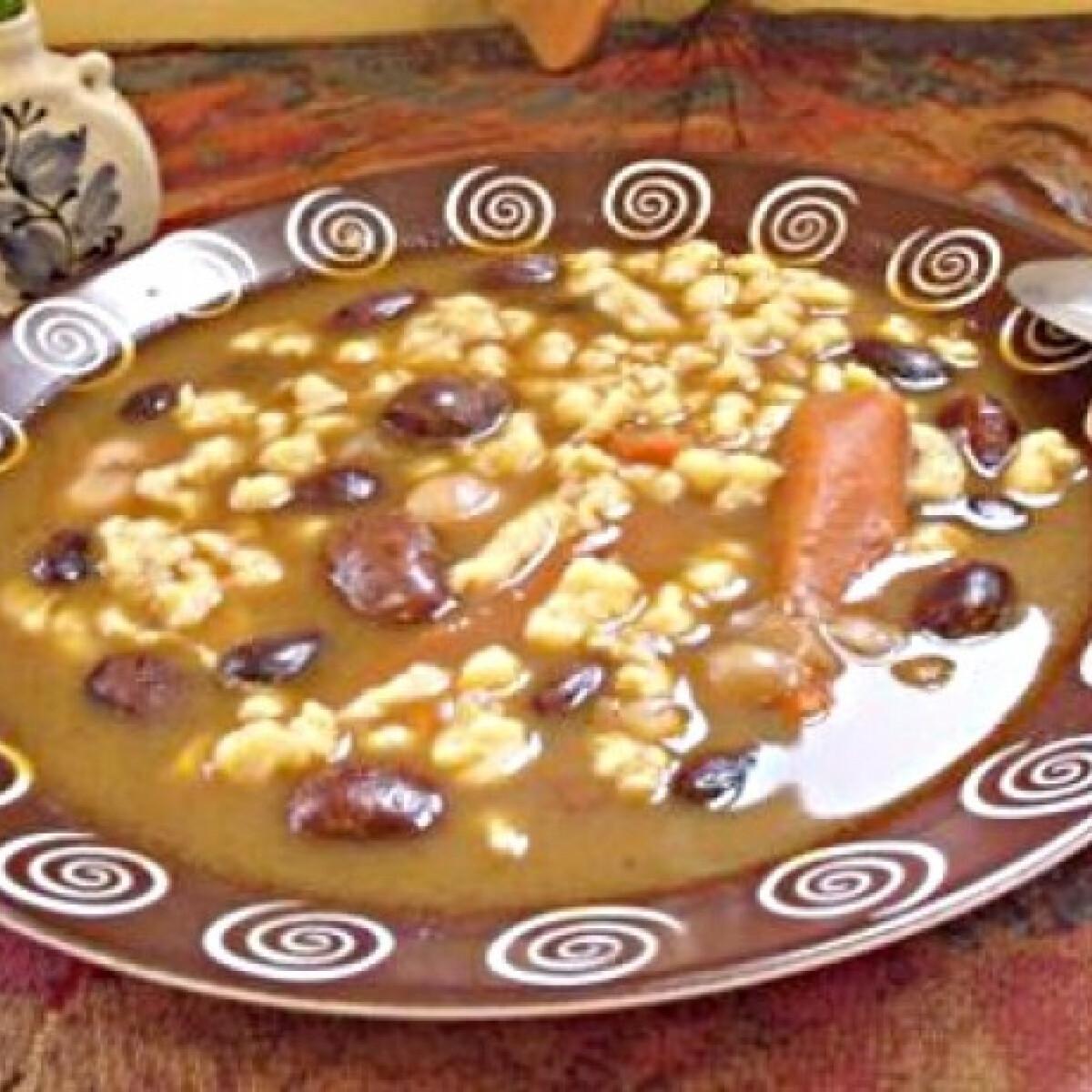 Ezen a képen: Tarkabab leves sajtgaluskával