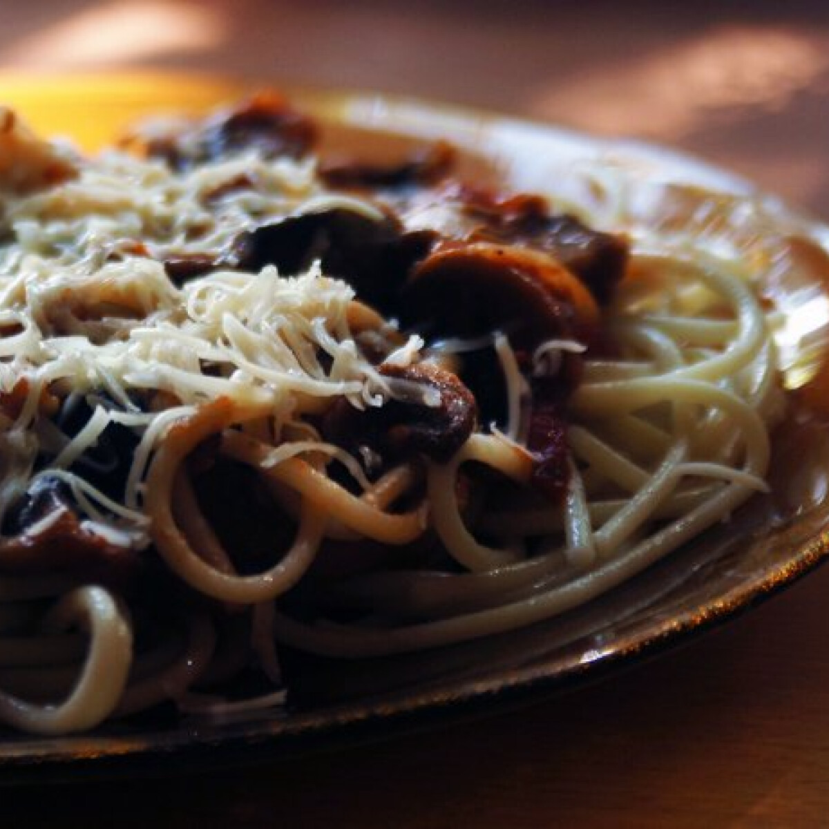 Olívabogyós-gombás spagetti