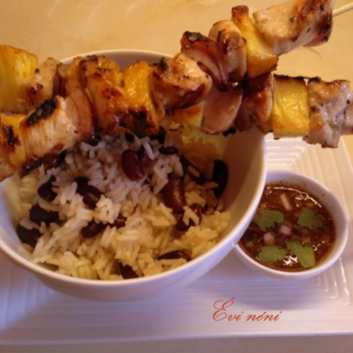 Ezen a képen: Jamaikai jerk csirke babos rizzsel