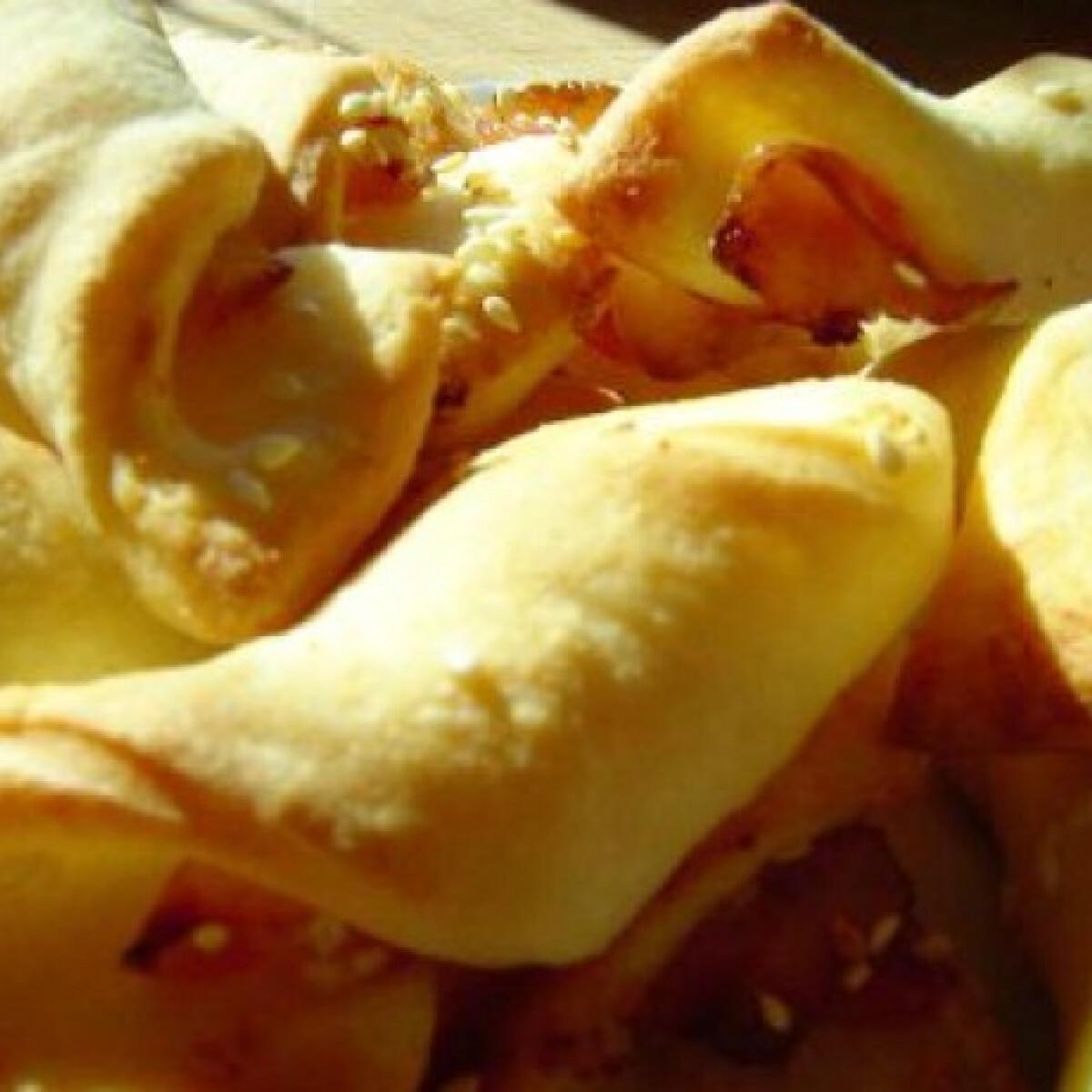 Ezen a képen: Fokhagymás-baconös csavart grissini