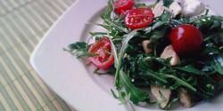 Mozzarellás tavaszi saláta