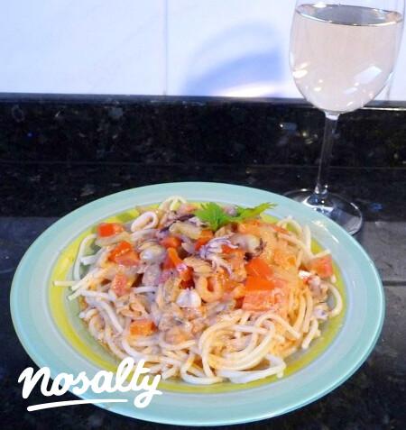 Ezen a képen: Tenger gyümölcsei spagetti Zsóficitól