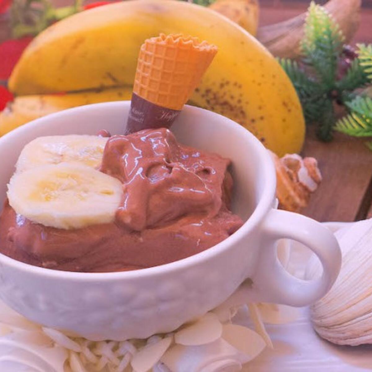 Ezen a képen: Kókuszos-csokis banánfagylalt