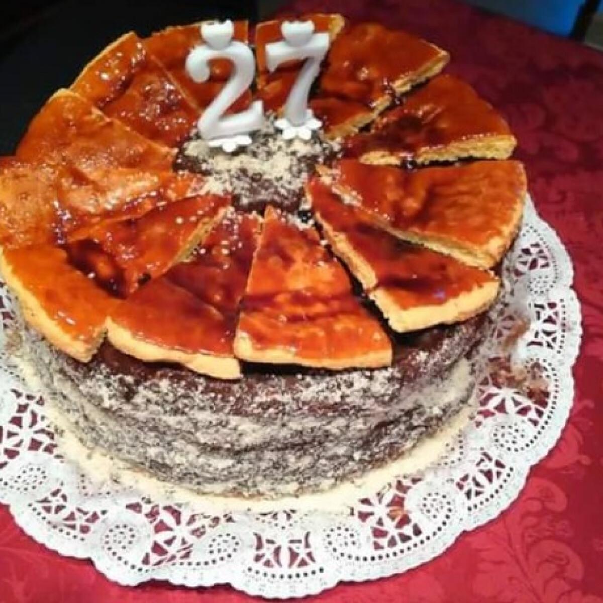 Ezen a képen: Dobos-torta Nagy Ildi konyhájából