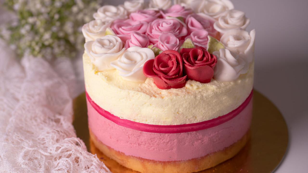Eper-bodza mousse torta