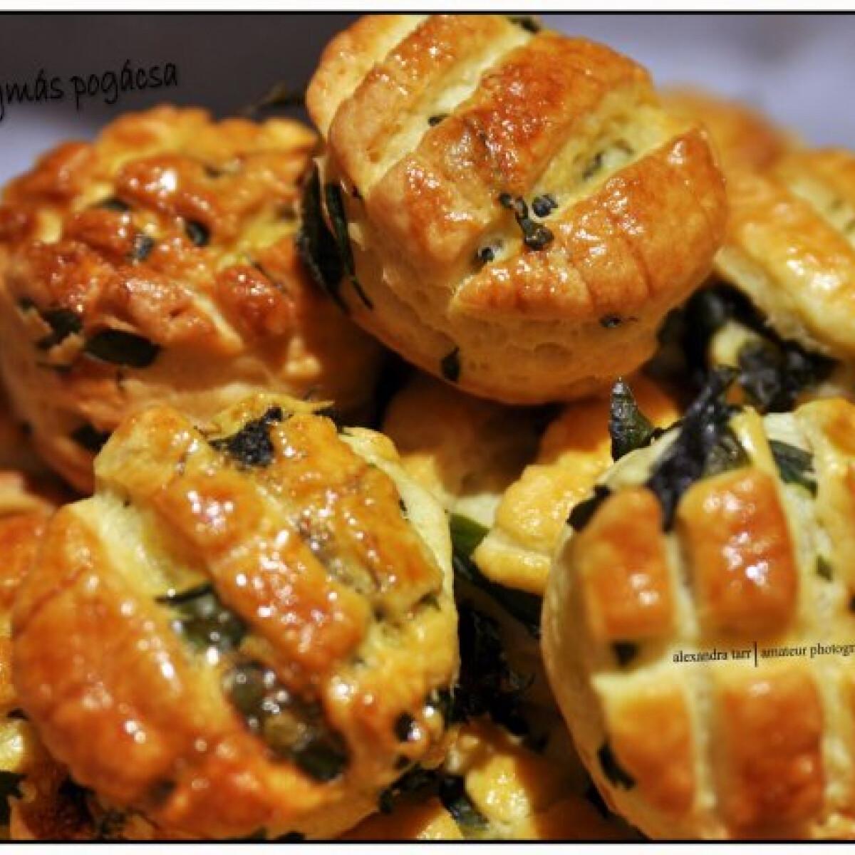 Ezen a képen: Medvehagymás pogácsa Szandi konyhájából