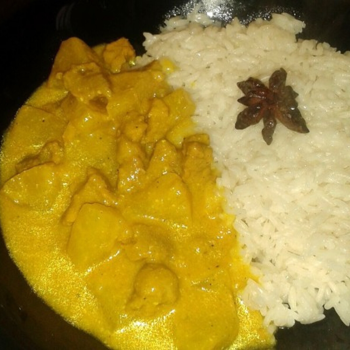 Ezen a képen: Ananászos-currys hús ánizsos rizzsel