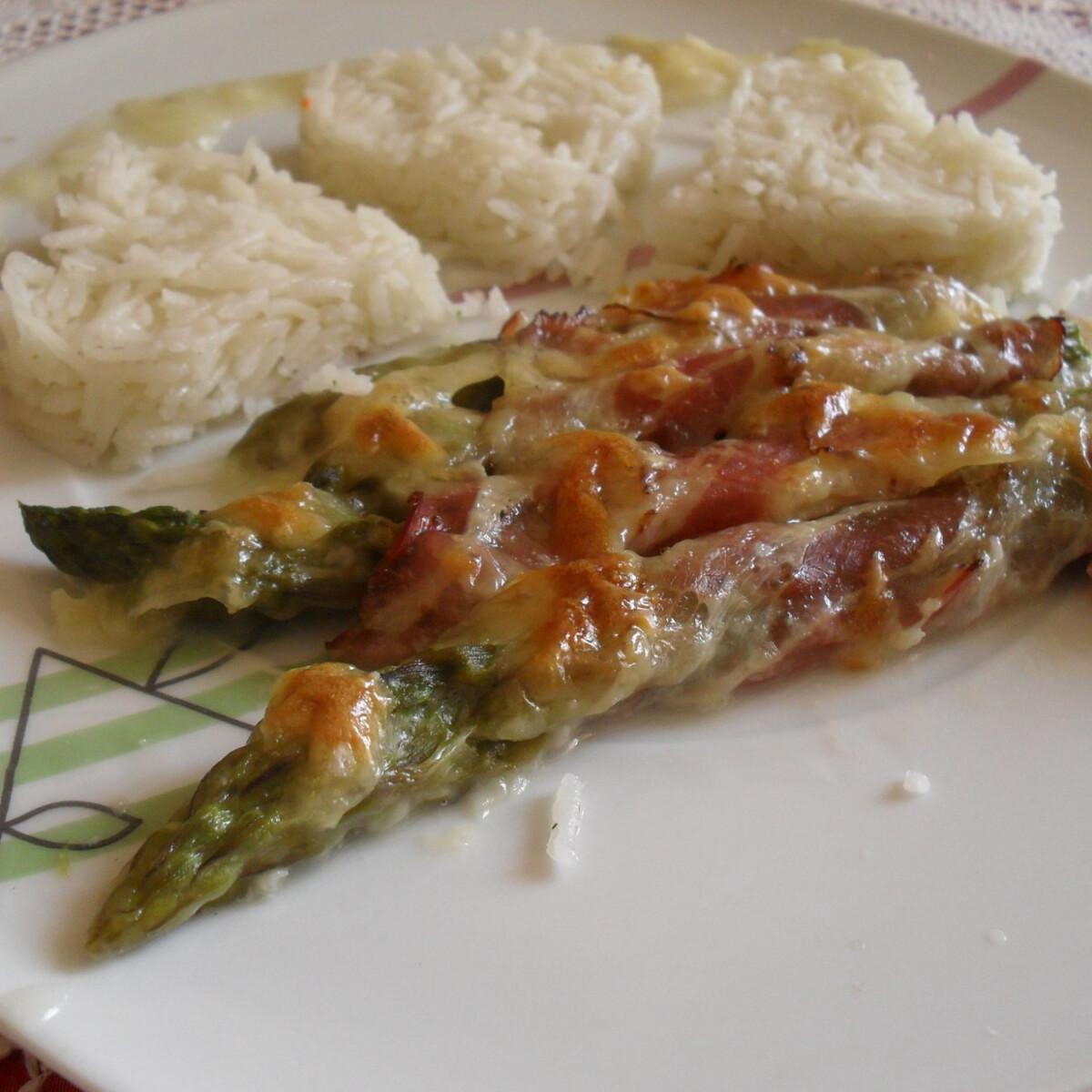Ezen a képen: Csőben sült baconös spárga