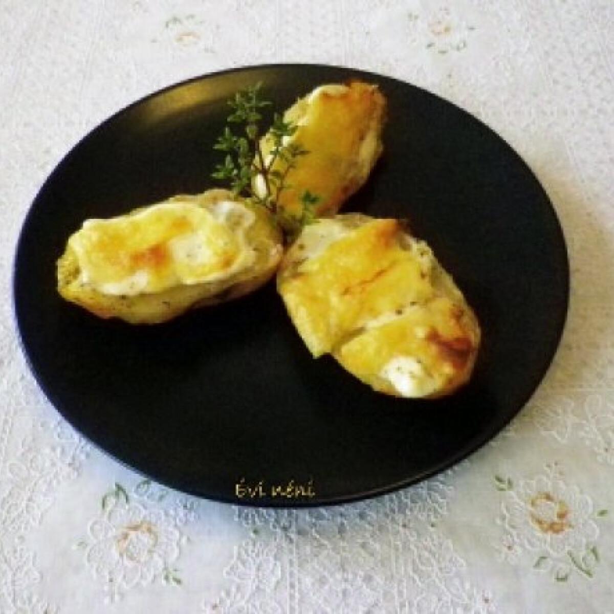 Ezen a képen: Sajtos-tejfölös sült burgonya
