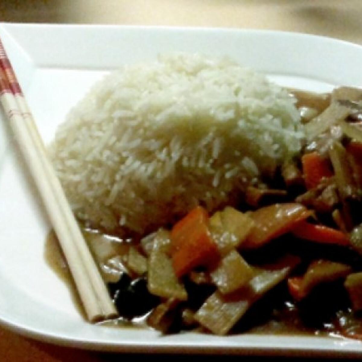 Ezen a képen: Kínai sertéshús Mercedestől