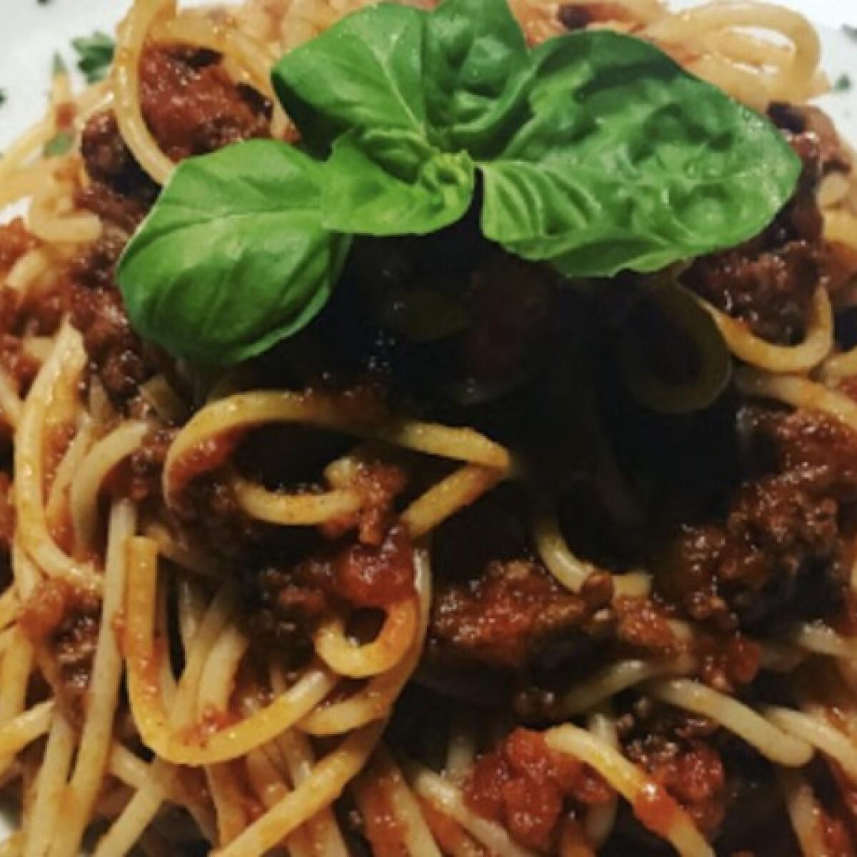 Ezen a képen: Olívás vörös pestos spagetti