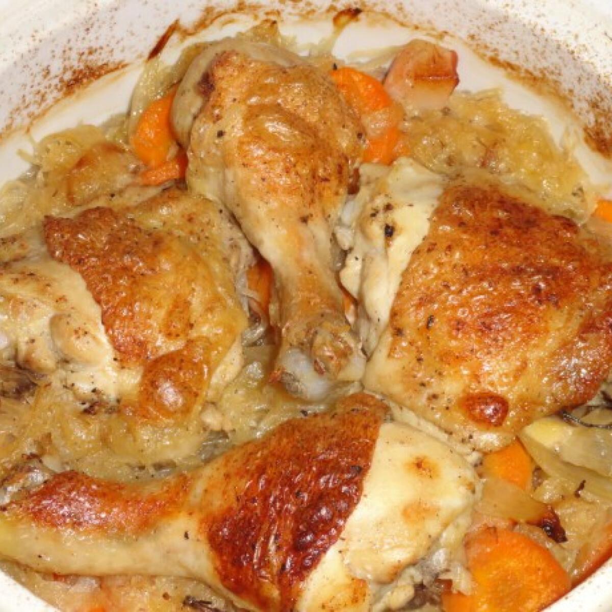 Ezen a képen: Csirkecomb szalonnás savanyú káposztával