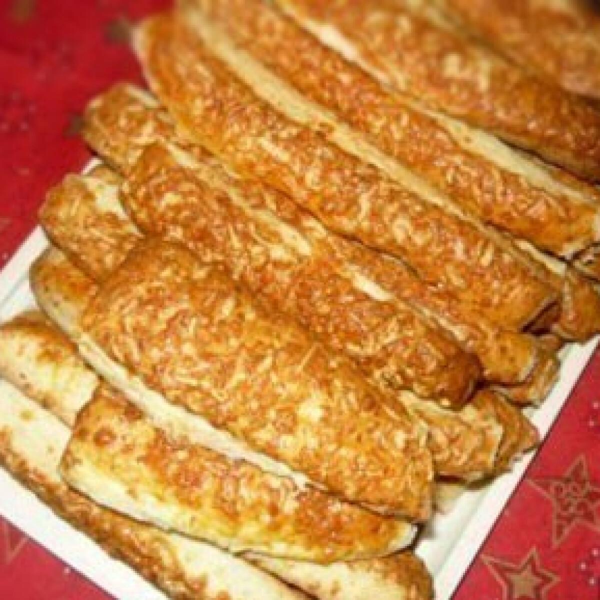Ezen a képen: Sajtos  rudacskák  -Élesztős sajtos rúd 3.