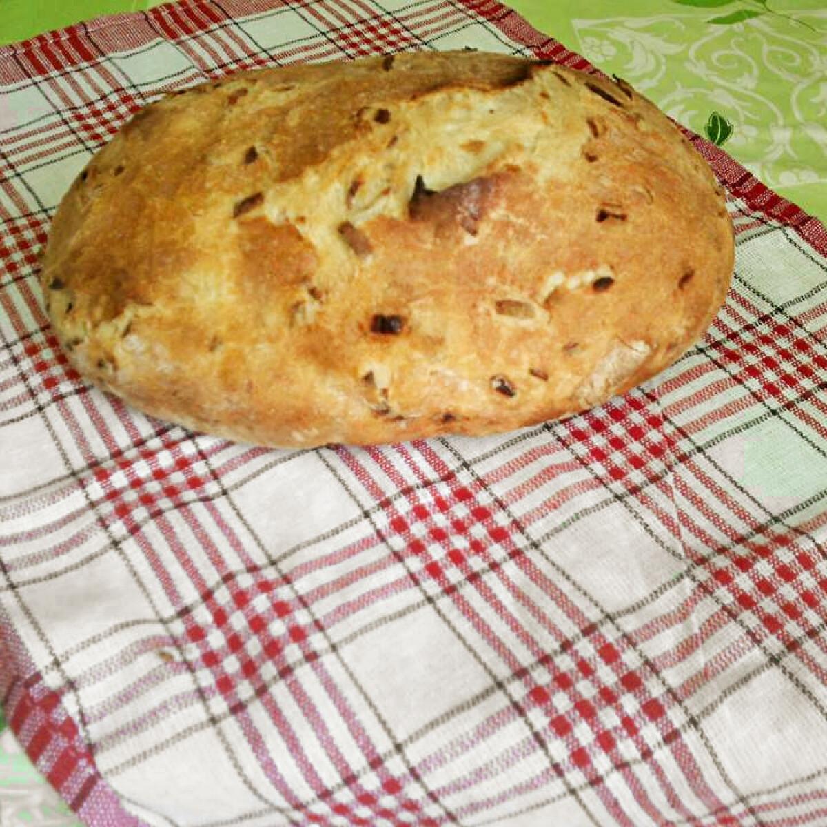 Ezen a képen: Hagymás kenyér Laci konyhájából