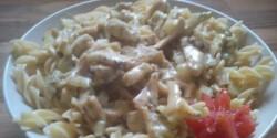 Kapros-joghurtos csirke teljes kiörlésű tésztával