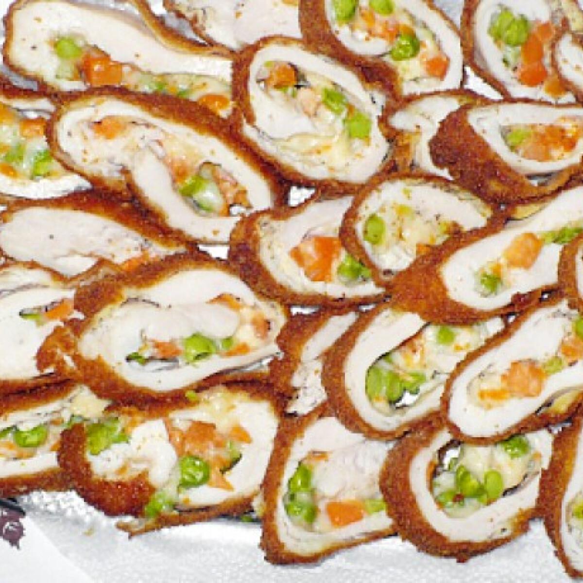 Ezen a képen: Zöldséges-sajtos csirkemelltekercs