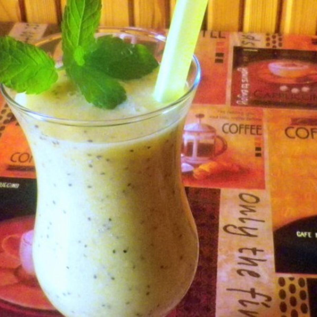 Ezen a képen: Chia magos trópusi smoothie