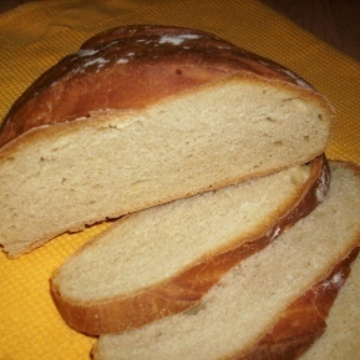 Ezen a képen: Vegyes búzalisztes kenyér