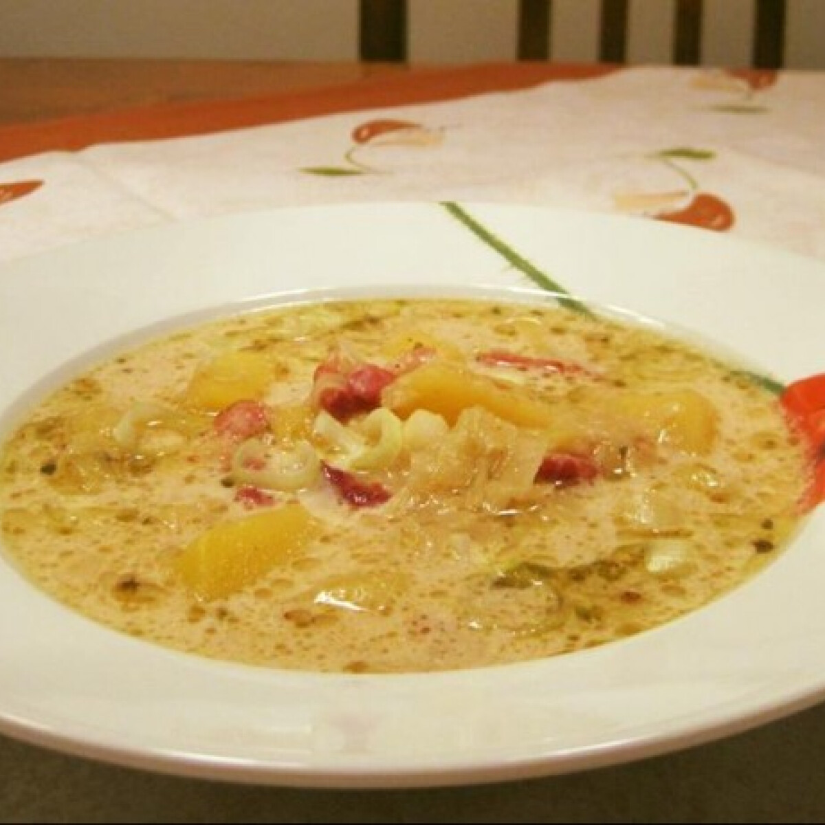Ezen a képen: Póréhagymás burgonyaleves Éva házias konyhájától