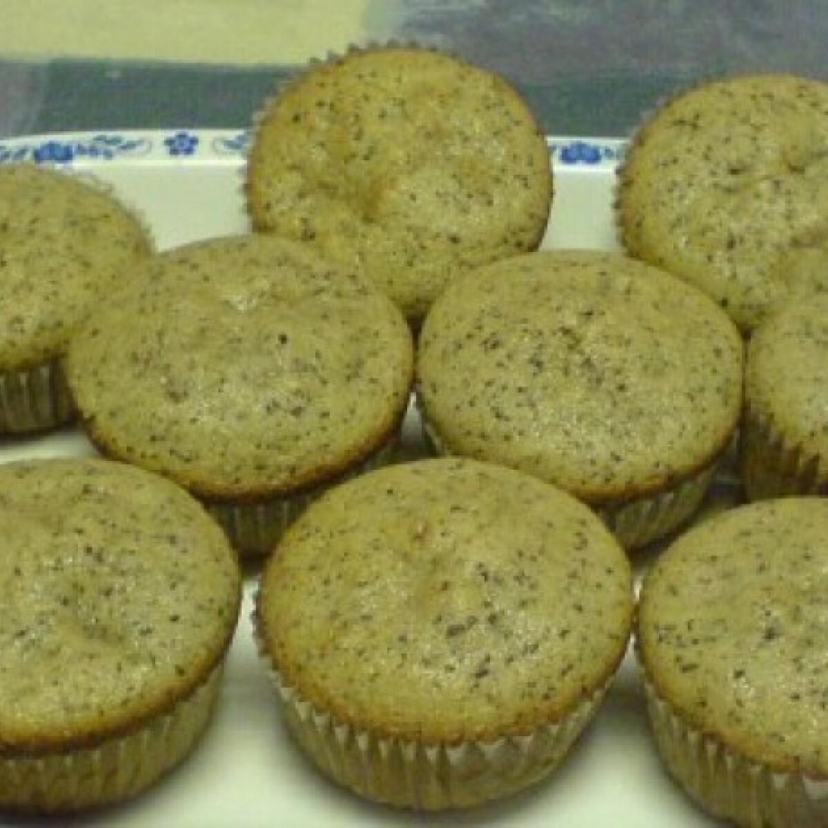 Meggyes-csokis muffin meggylekvárral