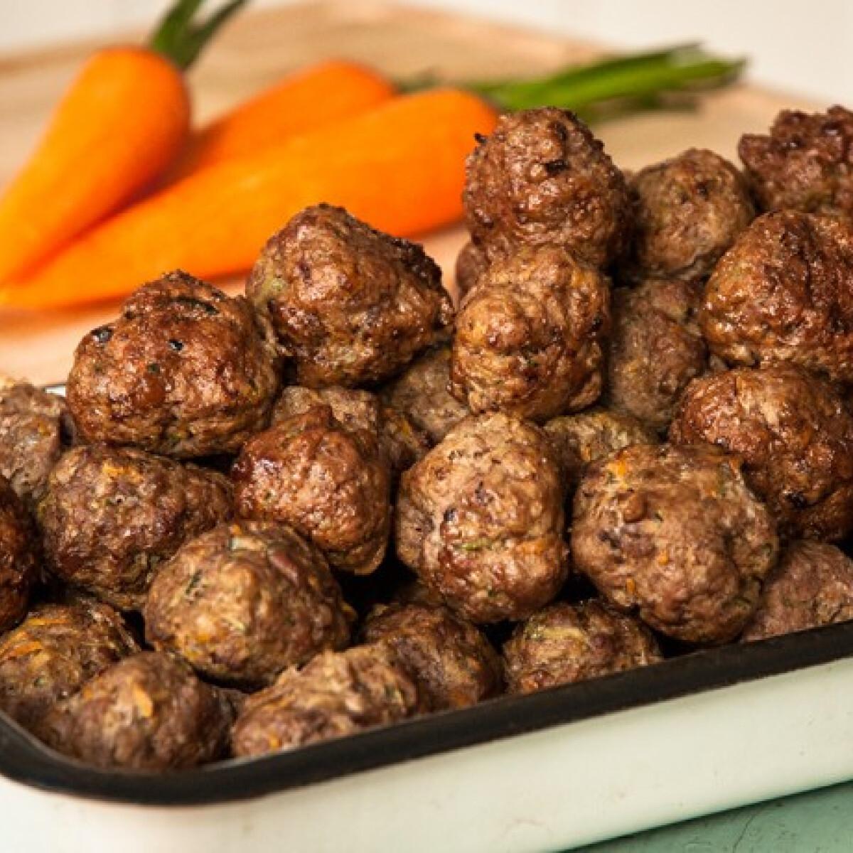Ezen a képen: Zöldséges húsgolyók a sütőből