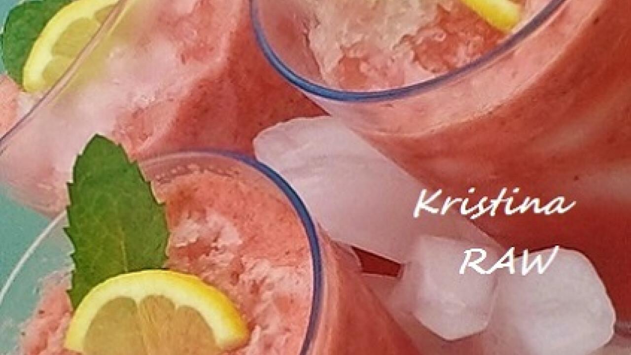 Mentás-jeges görögdinnye ital eperrel