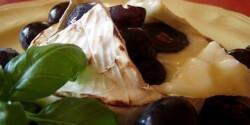 Grillezett camembert szőlővel