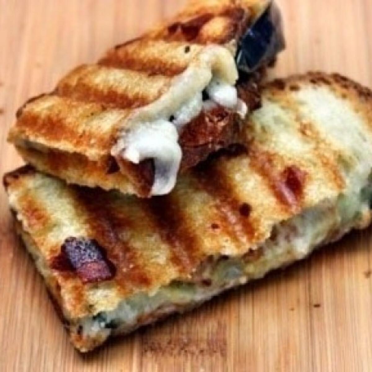 Ezen a képen: Padlizsános panini