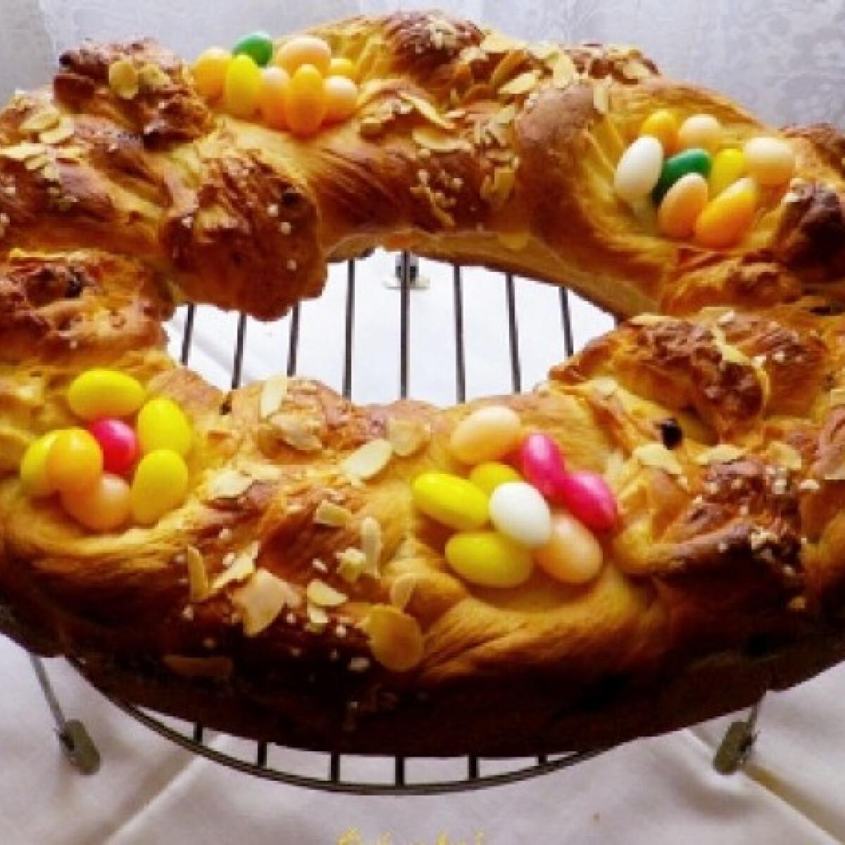 Ezen a képen: Húsvéti levendulaszirupos kalács
