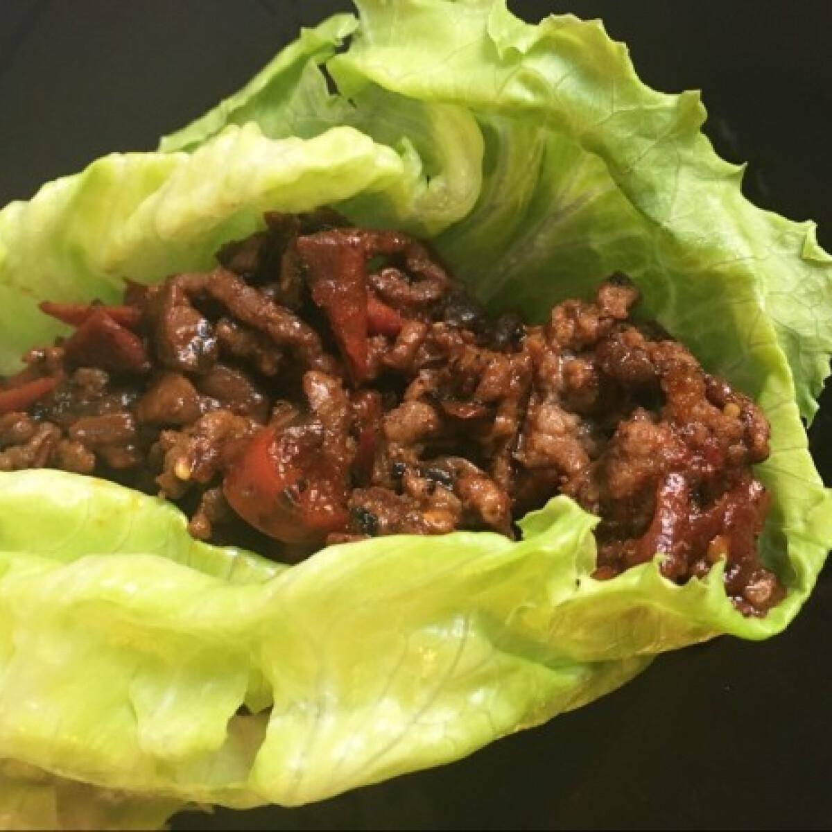 Thai marhás salátatekercs