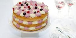 Rózsás-erdeigyümölcsös-fehércsokoládé-torta