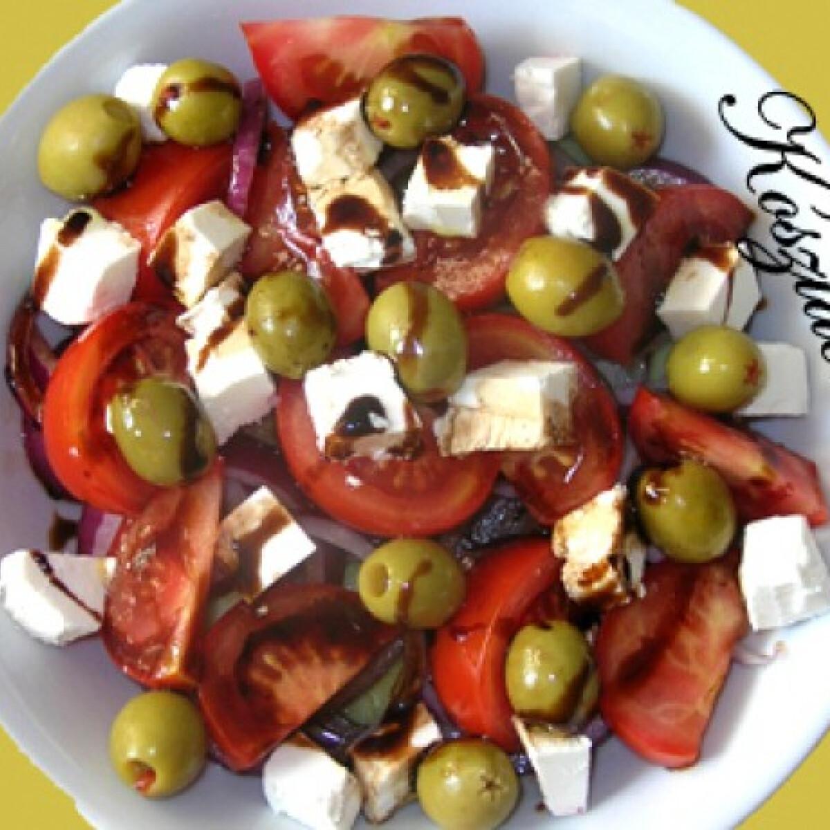 Ezen a képen: Görög saláta-vacsora