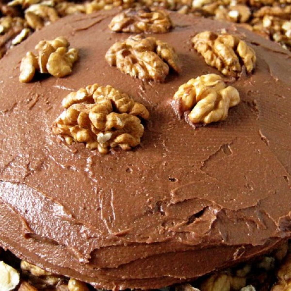 Ezen a képen: Csokis-diós torta Flórától