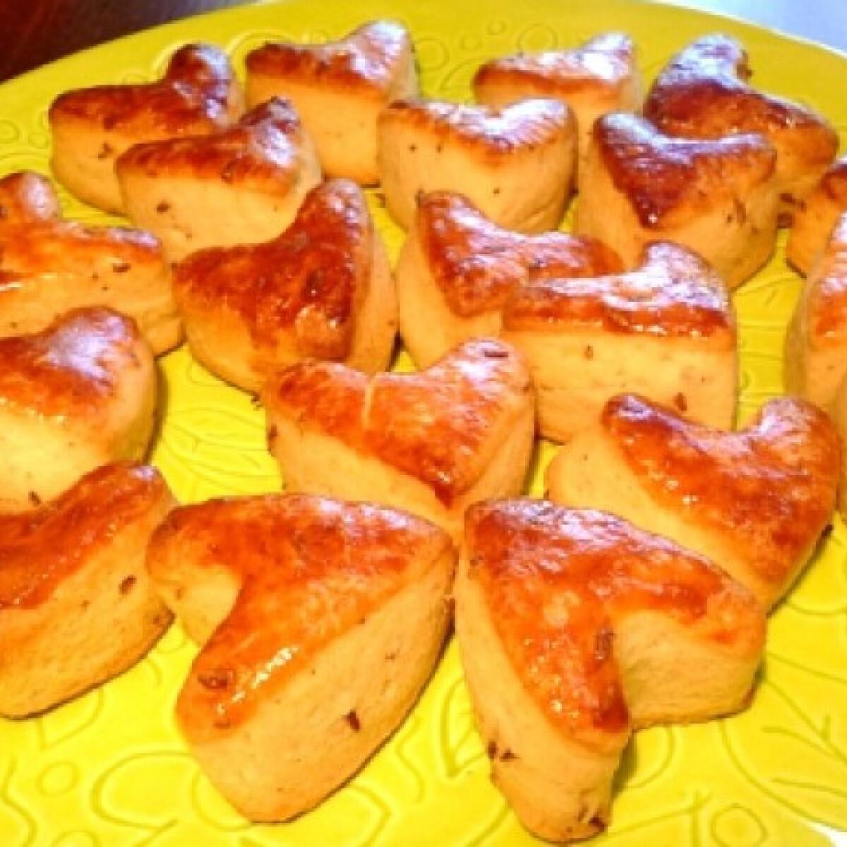 Ezen a képen: Valentin vajas-köményes pogácsa