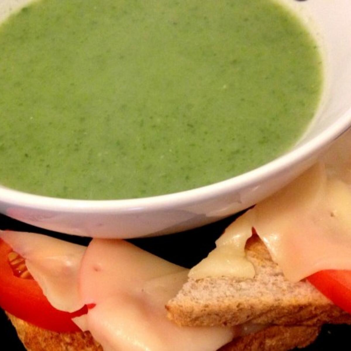 Ezen a képen: Spenótos-cukkinis leves