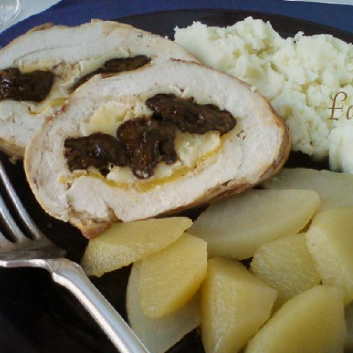 Ezen a képen: Aszalt szilvás-camembert sajtos csirkemellrolád