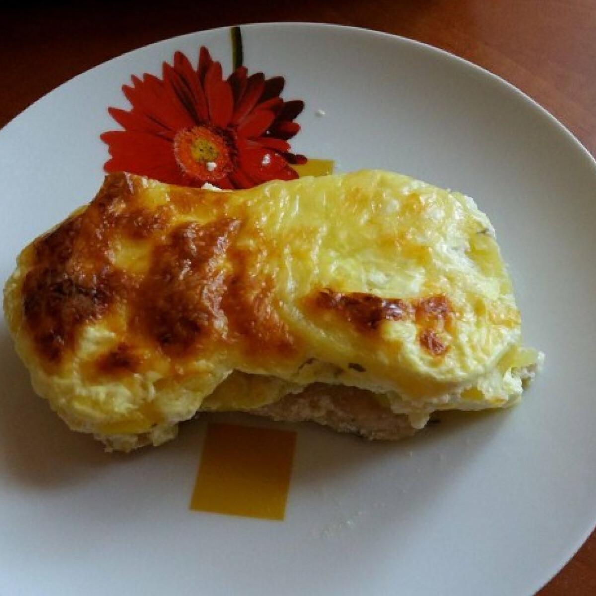 Ezen a képen: Rakott csirkemell Gerbla konyhájából
