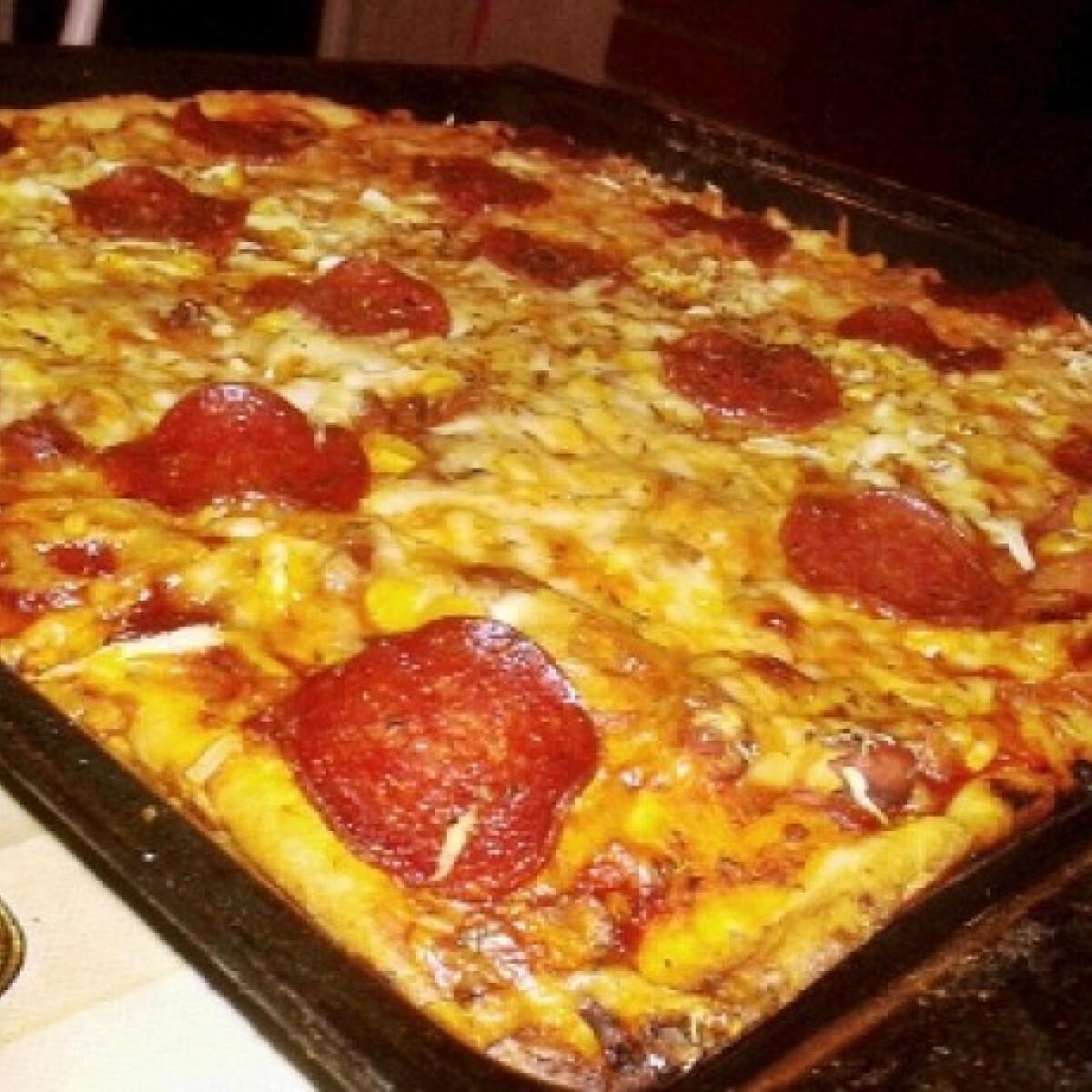 Chilis babos-szalámis pizza