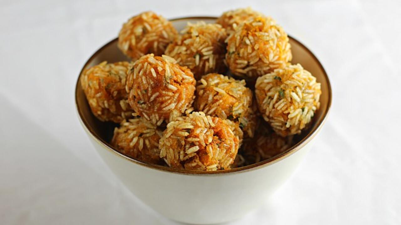 Basmati rizsbe forgatott édesburgonya-gombócok