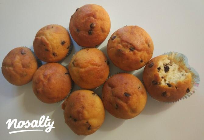 Ezen a képen: Klasszikus csokidarabkás muffin