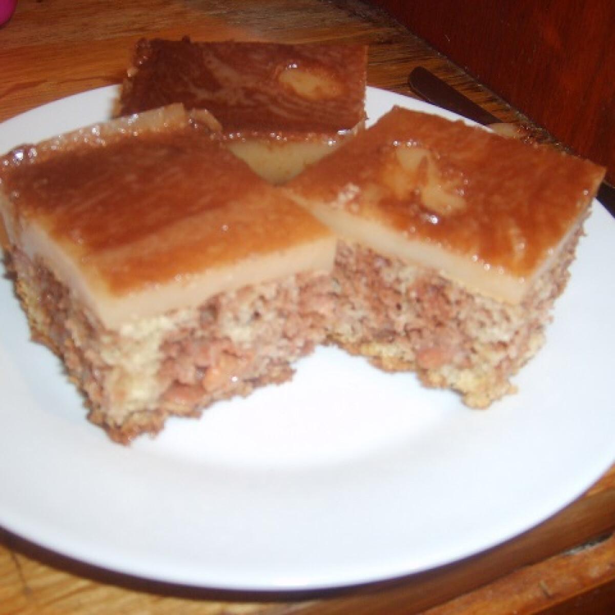 Ezen a képen: Márványos kakaós-meggyes süti